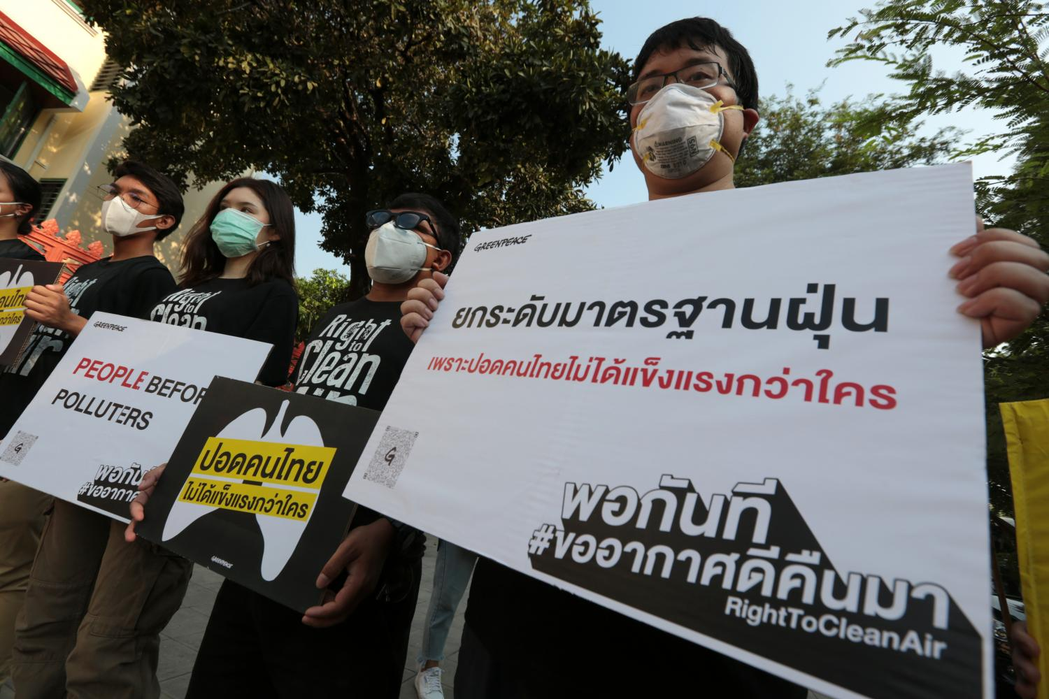 Activists from various organisations including Greenpeace, BioThai and the Foundation for Consumers, gather at the government's centre to accept petitions to call for more efficient measures to combat haze which hits the country at this time of the year. (Photo by Chanat Katanyu)