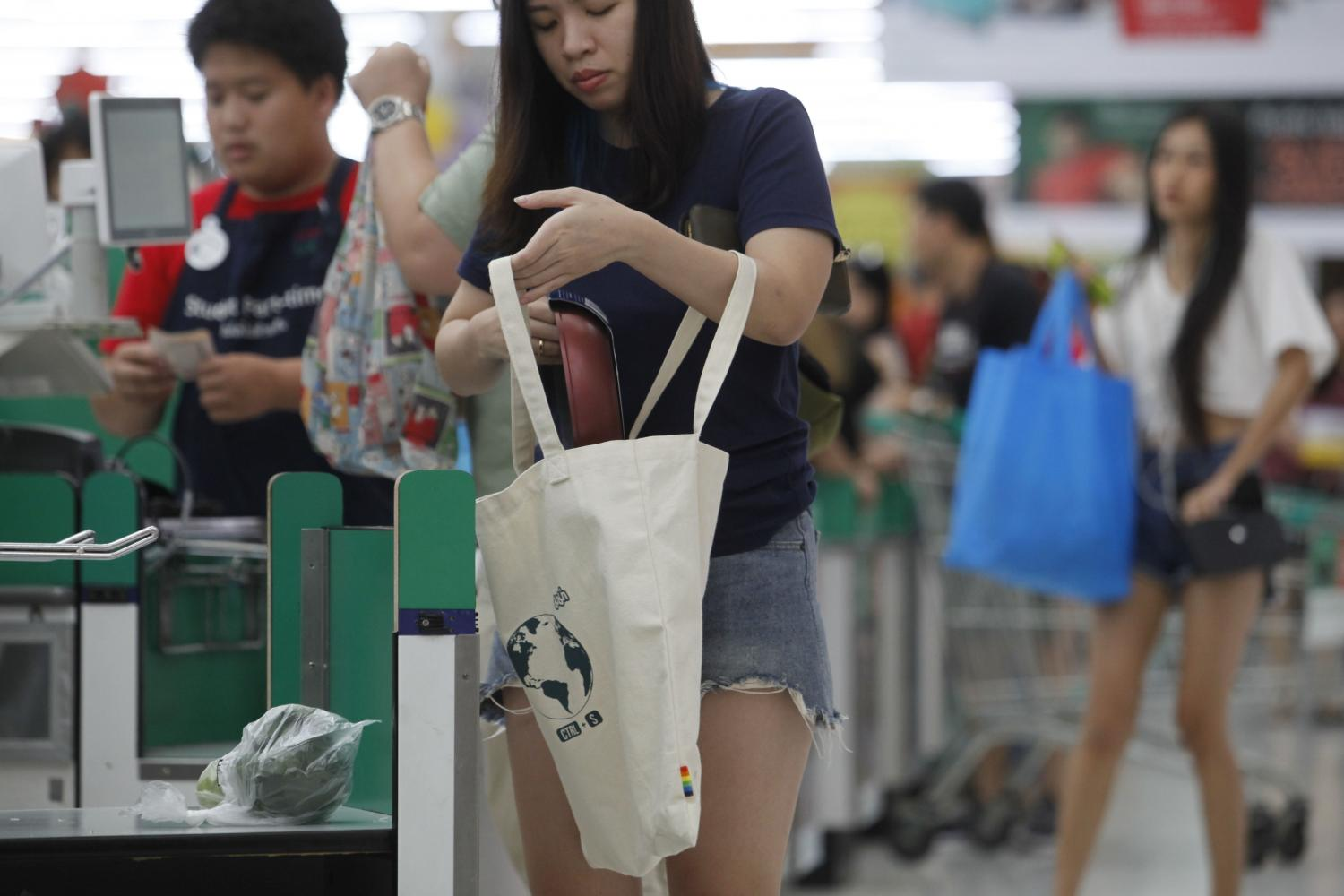 Thai consumers begin to bought their own bags for buying products at local grocery stores after most retail distribution channels have stopped to provide plastic bags from early 2020. (Photo by Wichan Charoenkiatpakul)
