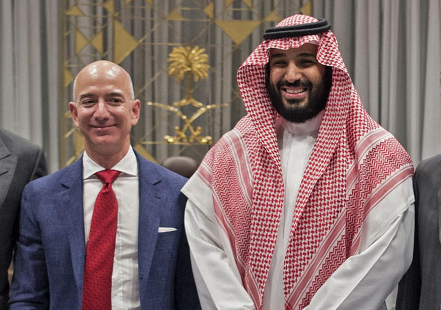 Saudi Crown Prince Mohammed bin Salman (right) and Amazon CEO Jeff Bezos during the latter's visit to Riyadh in November 2016. (AFP PHOTO/SAUDI ROYAL PALACE/BANDAR AL-JALOUD)