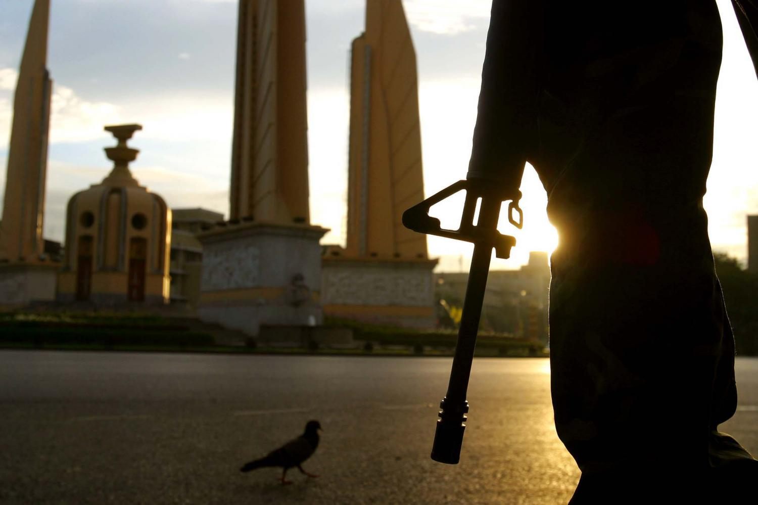 A soldier stands guard near the Democracy Monument on Sept 22, 2006 following the military coup on Sept 19 of that year. The Future Forward Party last week proposed a Lower House panel be set up to explore mechanisms to prevent coups. POST TODAY