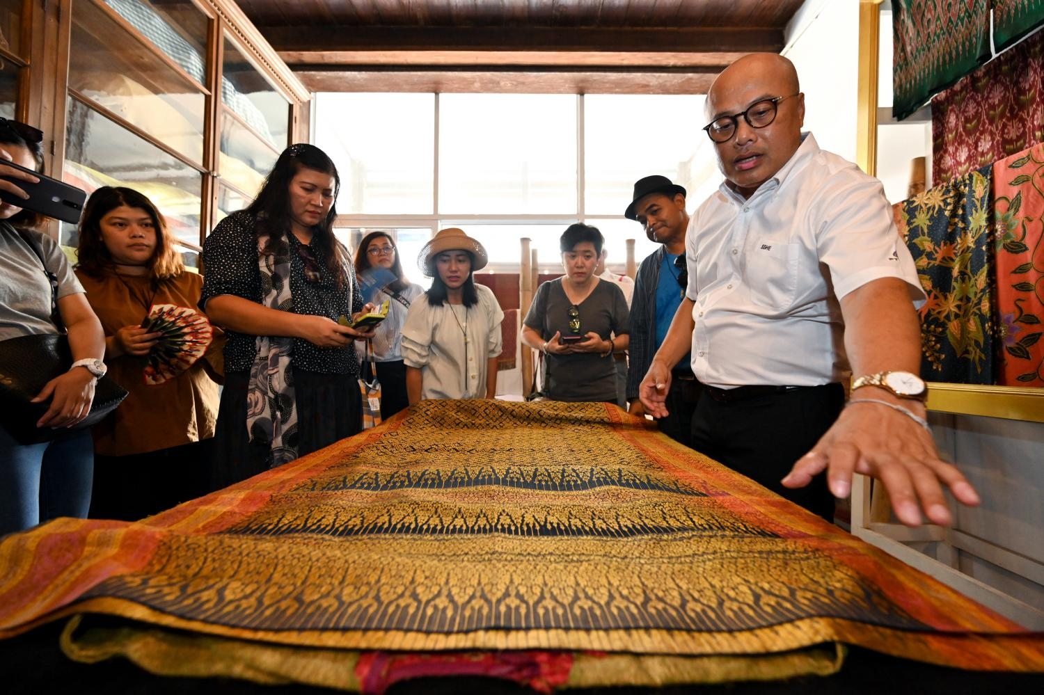 238 Inspiration House, a private museum run by Panya Phoonsin in Songkhla, exhibits old textiles. The TCEB plans to spend B200m in extra funds to promote meetings, incentives, conferences and exhibitions.Arunothai Puttaruksa