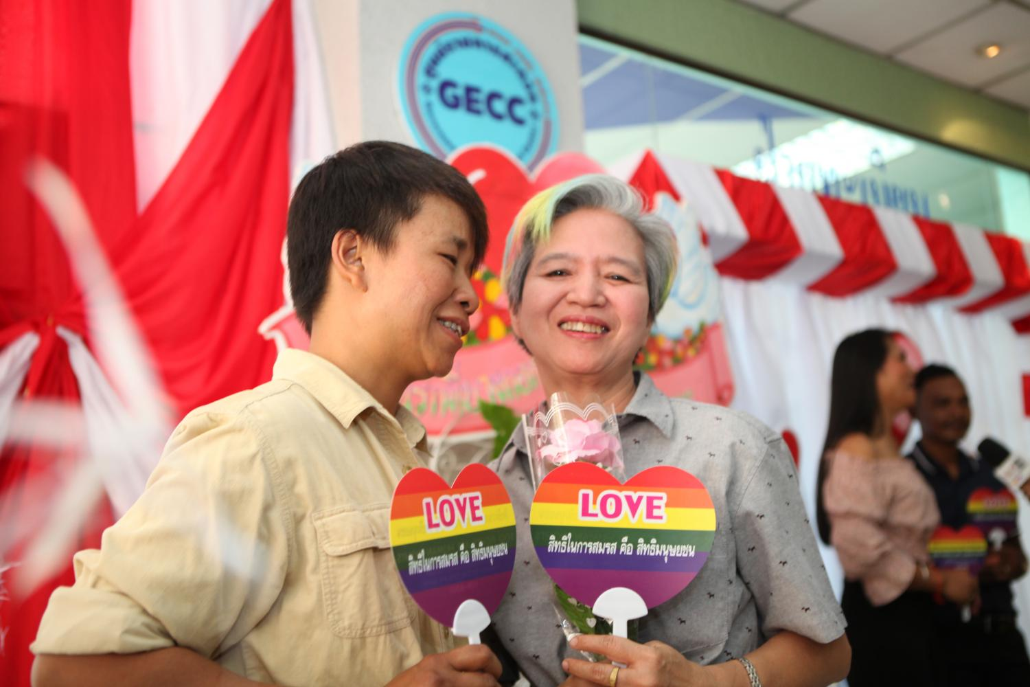 A couple marks Valentine's Day on Friday by registering their same-sex marriage at Bangkok Yai district office. However, their LGBT gender status will not be officially recognised by state authorities. (Photo by Arnun Chonmahatrakool)