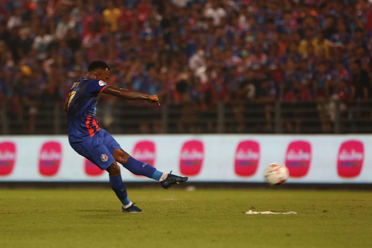 Port's Heberty Fernandes attempts a shot against the Philippines' Ceres Negros in the AFC Champions League play-offs.  Varuth Hirunyatheb
