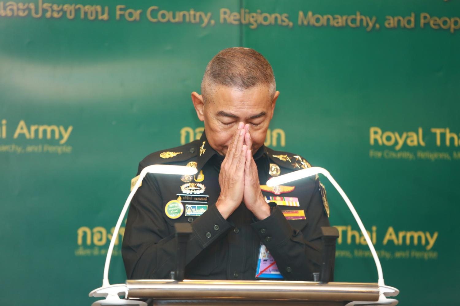Army chief Gen Apirat Kongsompong performs a wai during a press conference following the Feb 8 massacre perpetrated by a low-ranking soldier in Korat. (Bangkok Post photo)