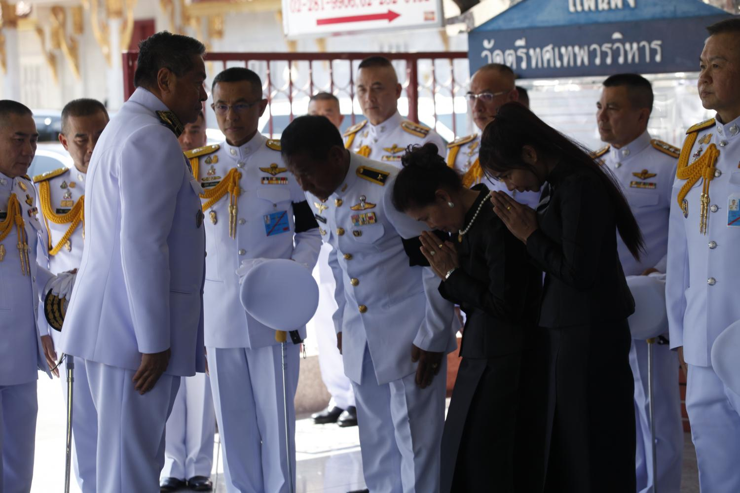 Privy councillor Palakorn Suwanrath on Sunday attended the royal-sponsored cremation of Pol Snr Sgt Maj Petcharat Kamchadpai, who died in the line of duty trying to help victims during the mass shooting at Nakhon Ratchasima's Terminal 21 last Saturday. (Photo by Nutthawat Wicheanbut)