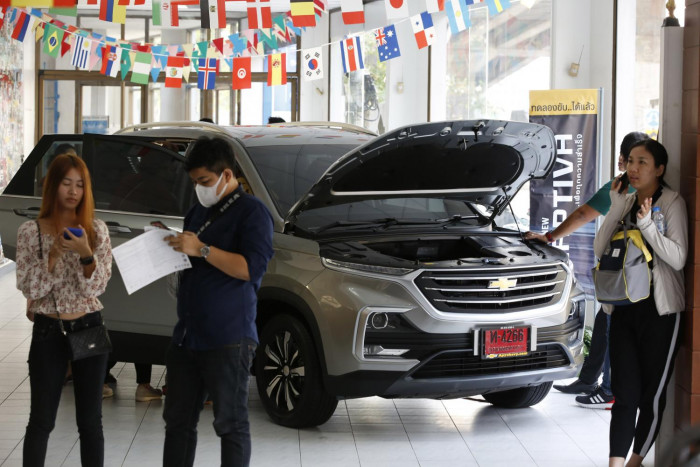 GM dealers await clarity