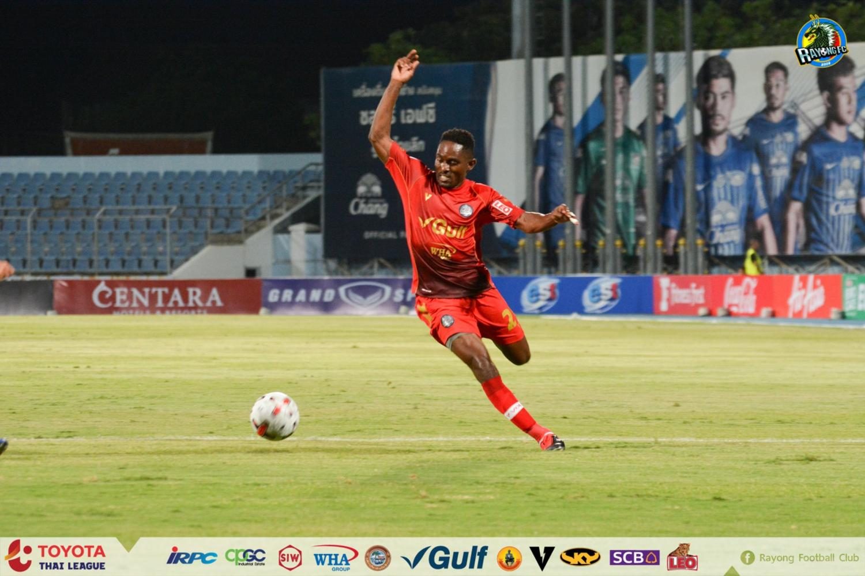 Rayong striker Diouf Bireme.