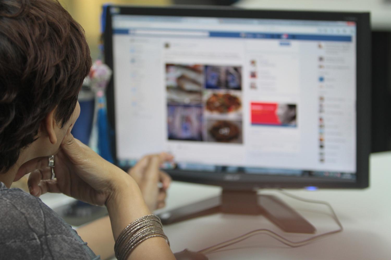 A Facebook user scrolls through posts.Pattanapong Hirunard