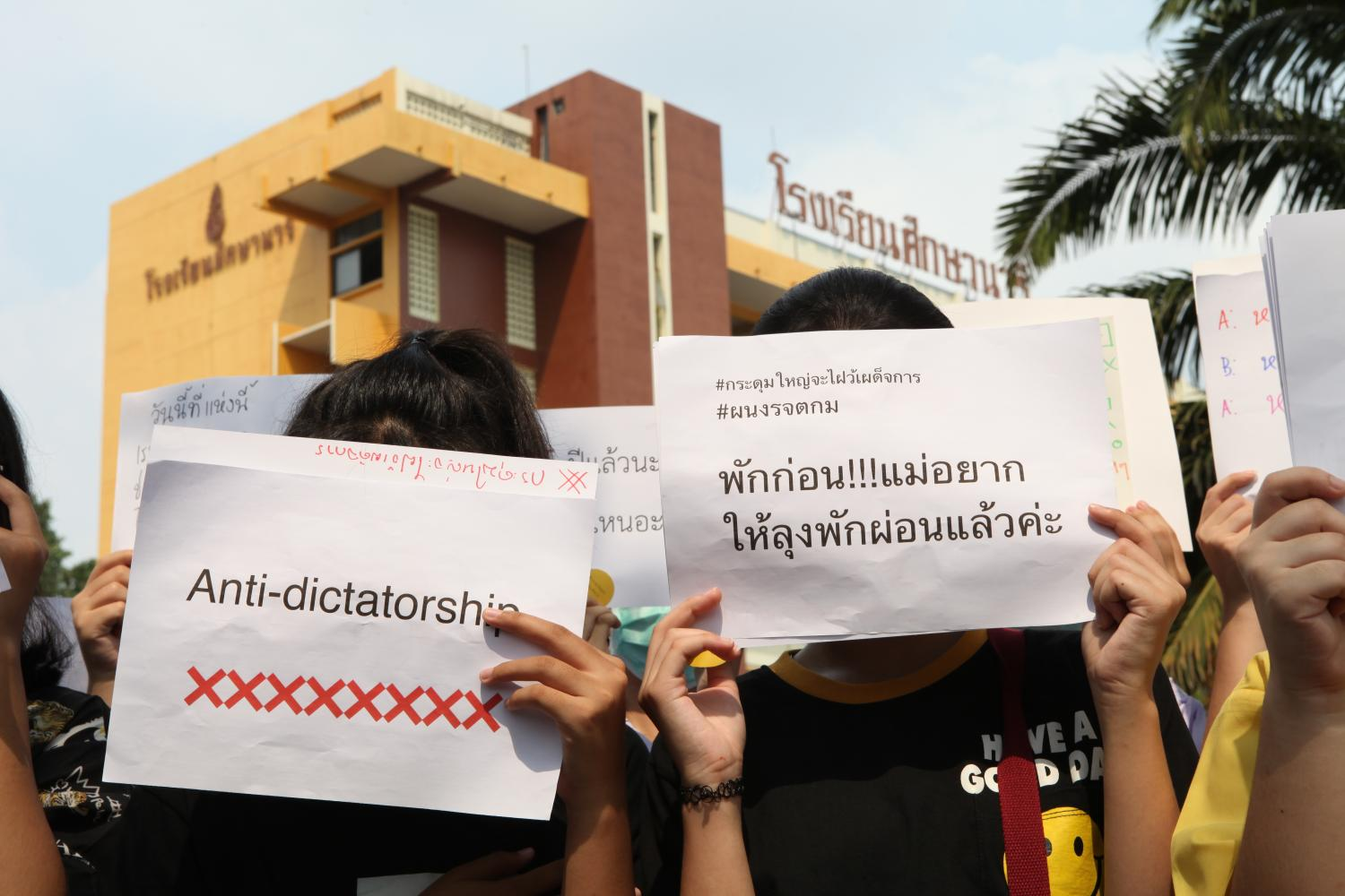 Students at Suksanari School in Bangkok hold anti-dictatorship placards yesterday. Young people have decided to take action outside of our so-called democratic framework.(Photo by Arnun Chonmahatrakoolption)