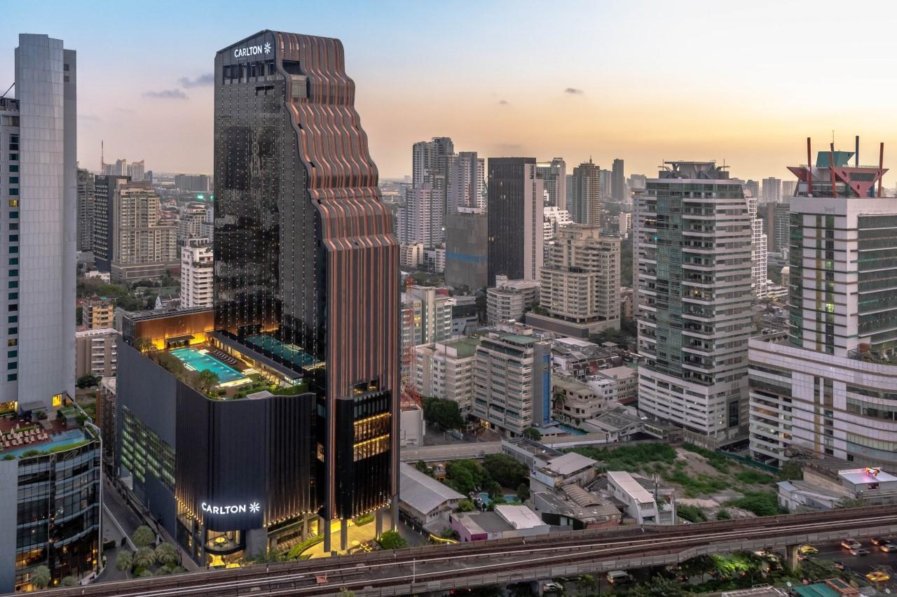 Carlton Hotel Bangkok Sukhumvit, situated on Sukhumvit Road between Asok and Phrom Phong, opened on Feb 19, 2020.