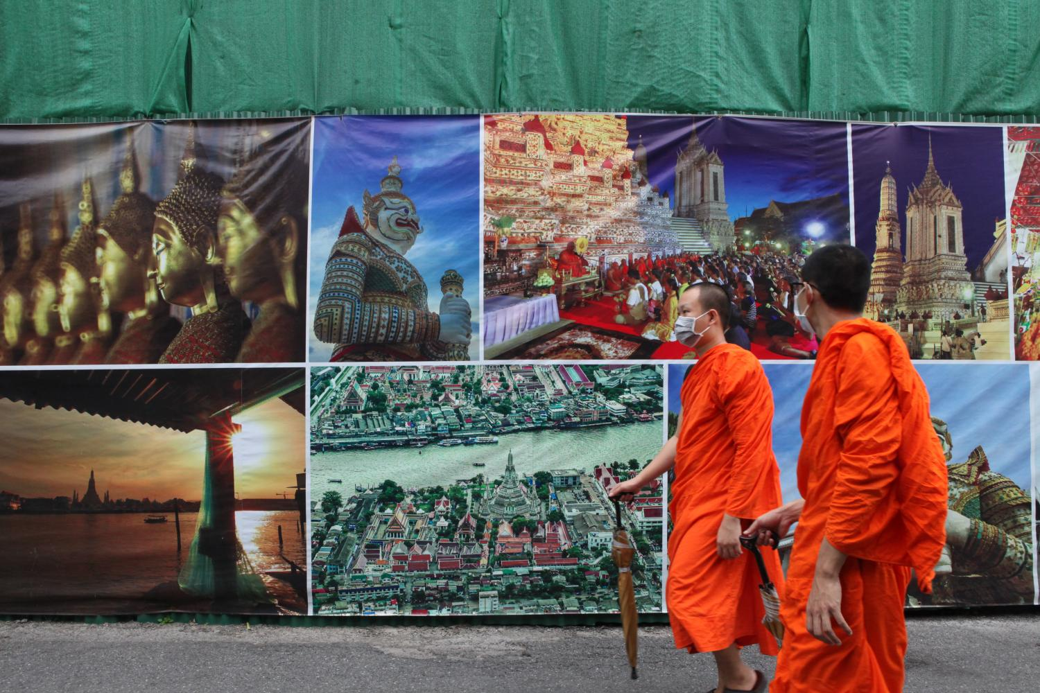 Monks at Wat Arun wear masks for protection. The tourism sector, a key driver of Thailand's GDP, has been crippled by the coronavirus outbreak.(Photo by Arnun Chonmahatrakool)