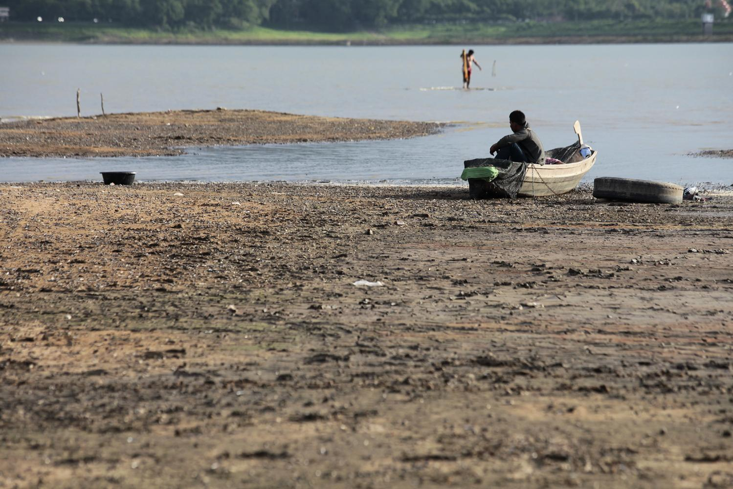 Bang Phra Reservoir in Chon Buri is showing signs of severe drought.(Photo by Patipat Janthong)