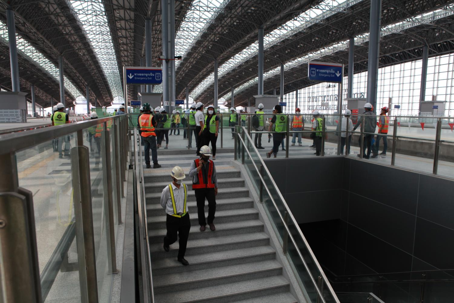 Officials examine a platform at Bang Sue Central Station, the home station of Red Line trains, during an inspection of construction progress on Wednesday.(Photo by Arnun Chonmahatrakool)