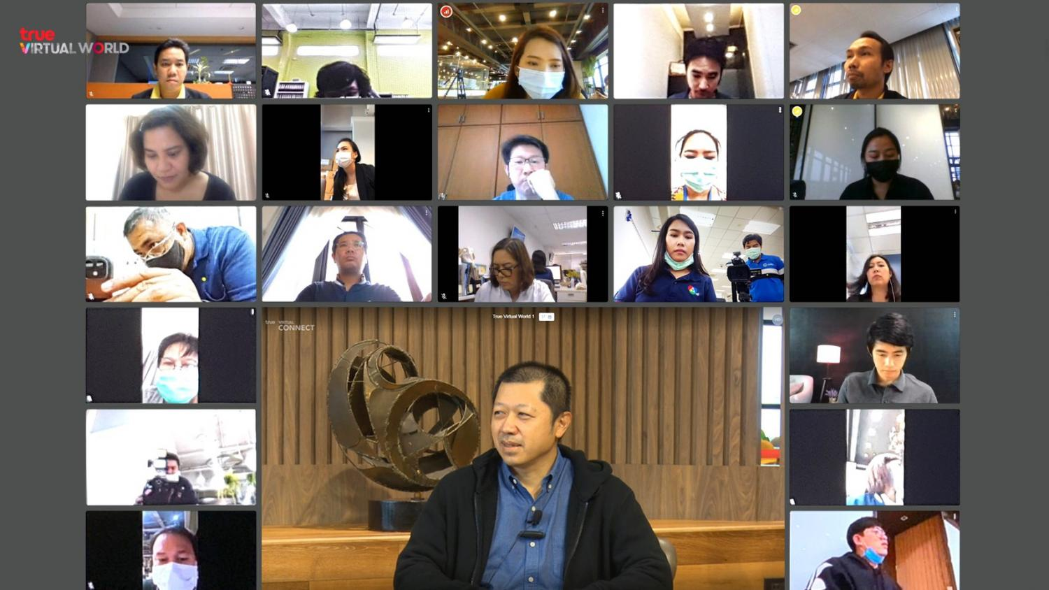 Mr Suphachai holds a video conference via the True Virtual World platform. The platform supports company networks and can hold an online meeting of up to 1,500 participants.