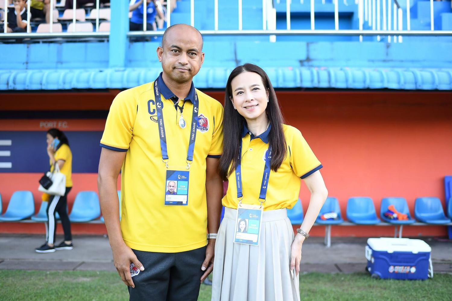 Out of job: Coach Choketawee Promrut, left, and Port FC president Nualphan Lamsam.