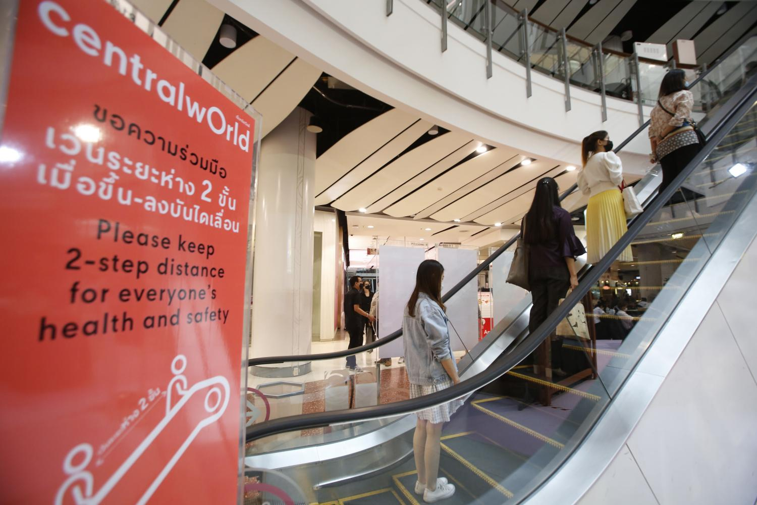 CentralWorld prepares to reopen after being closed since March 30. The government will allow food outlets without air conditioning, barbers and hairdressers, fresh and flea markets, and shopping malls to reopen on May 4. Pornprom Satrabhaya