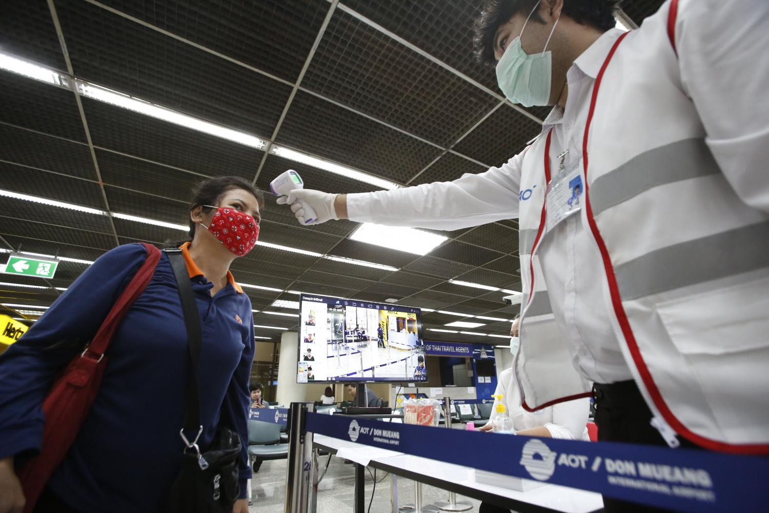 Body temperature checks at Don Mueang airport. Face masks and health screenings have become part of daily life. (Photo by Pornprom Satrabhaya)