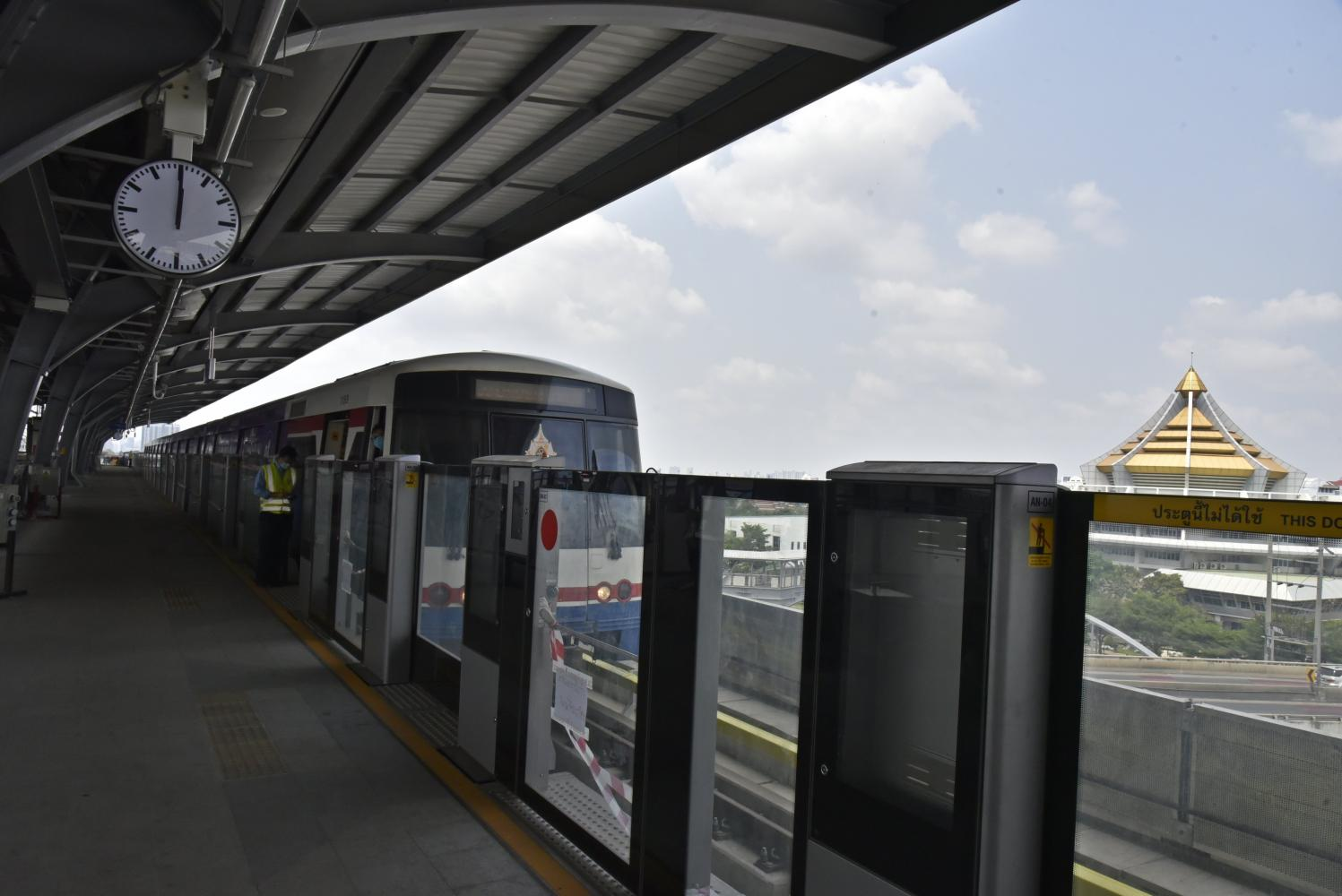 Bangkok Mass Transit System Plc inaugurates a test run of the Green Line from Kasetsart University to Wat Phra Sri Mahathat station in early April 2020.