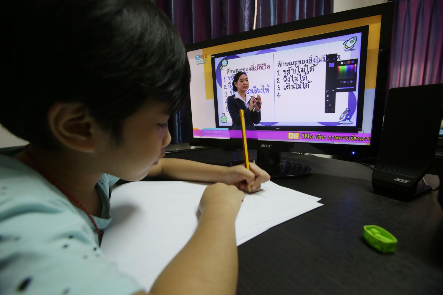 A student takes part in an online learning trial which kicked off on Monday to ready students for returning to school on July 1.(Photo by Apichit Jinakul)