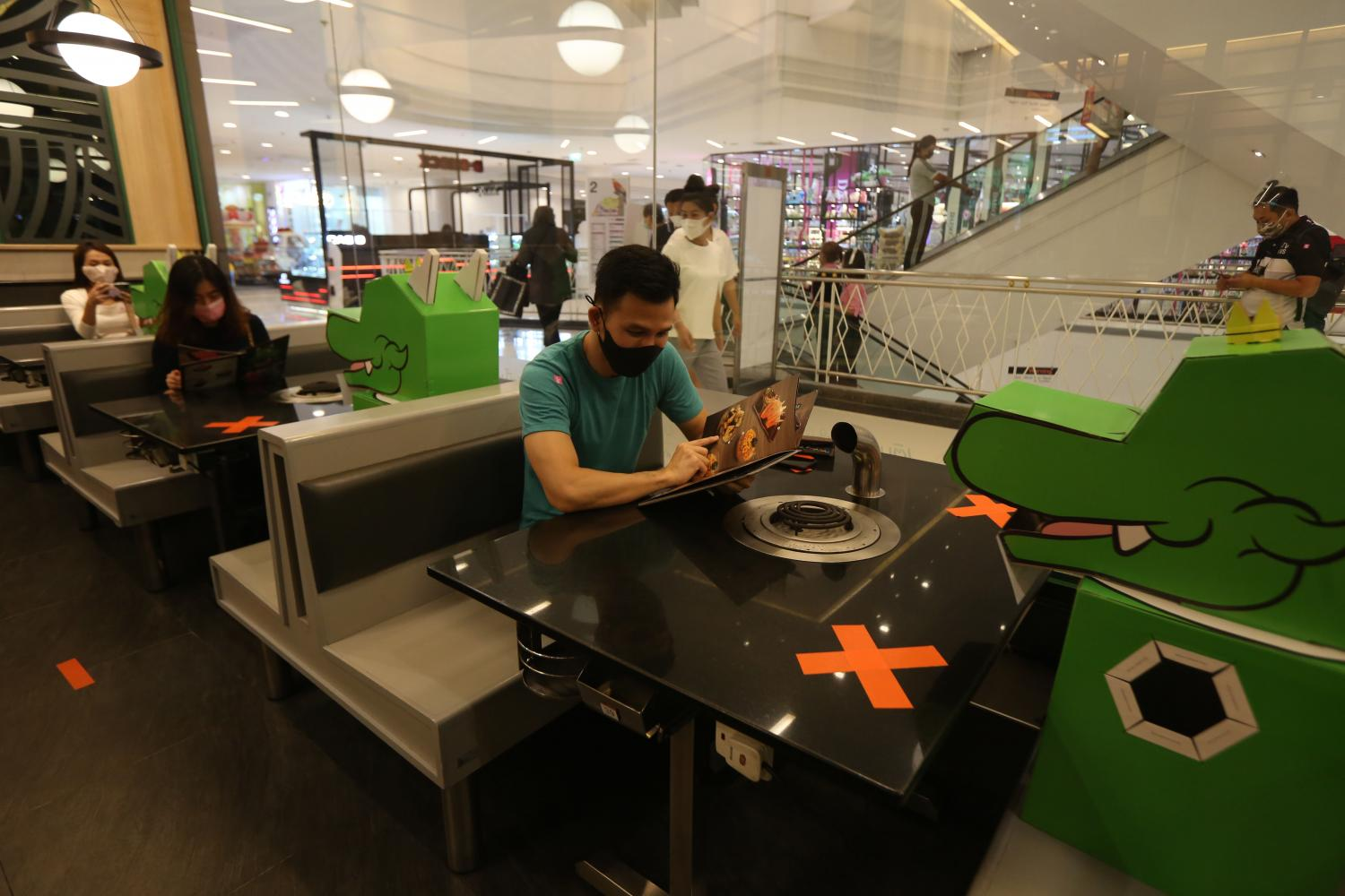 In-mall operators ask for distancing standards