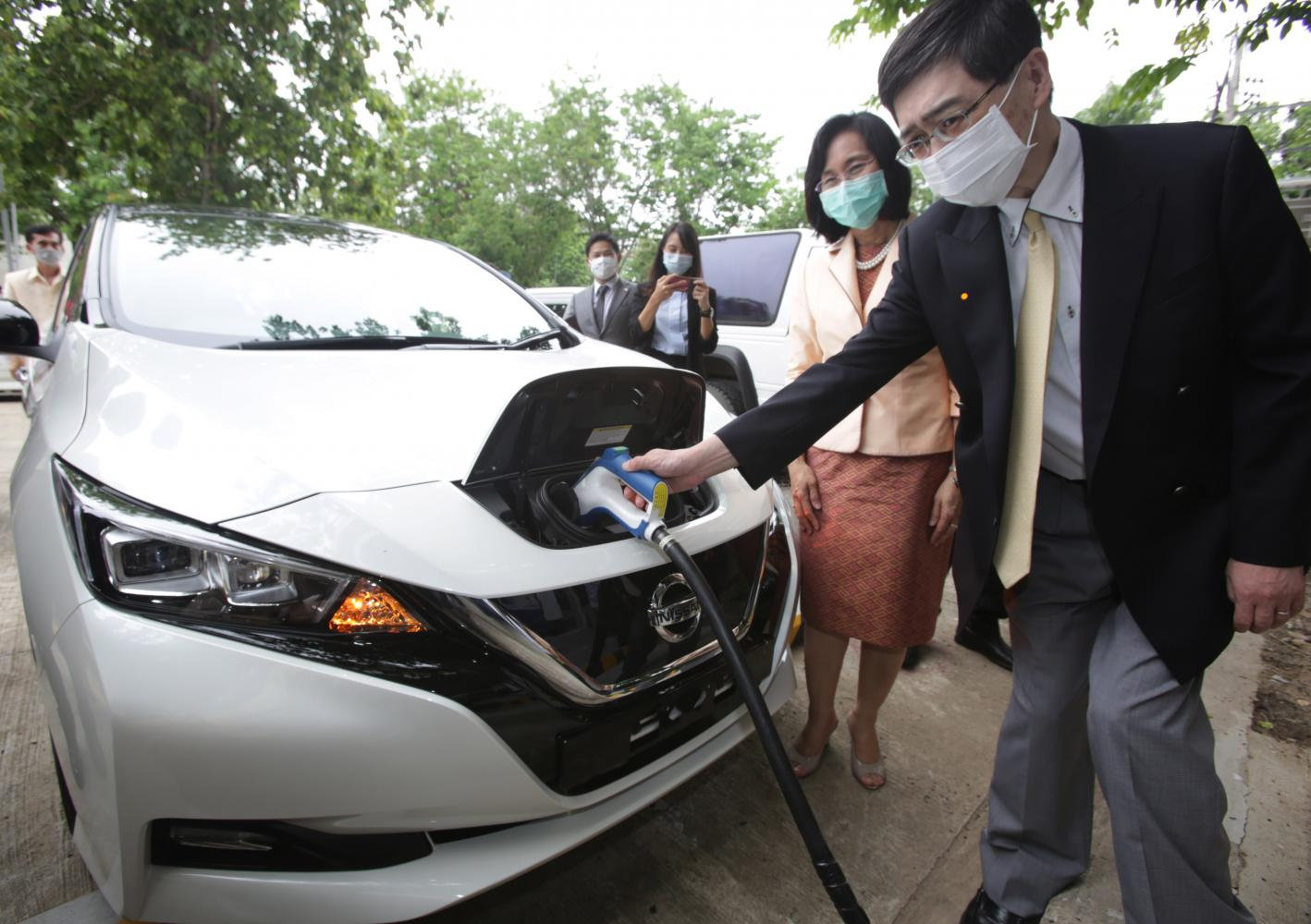 The Embassy of Japan recently delivered EVs and charging stations to the Thailand Institute of Scientific and Technological Research.(Photo by Apichit Jinakul)
