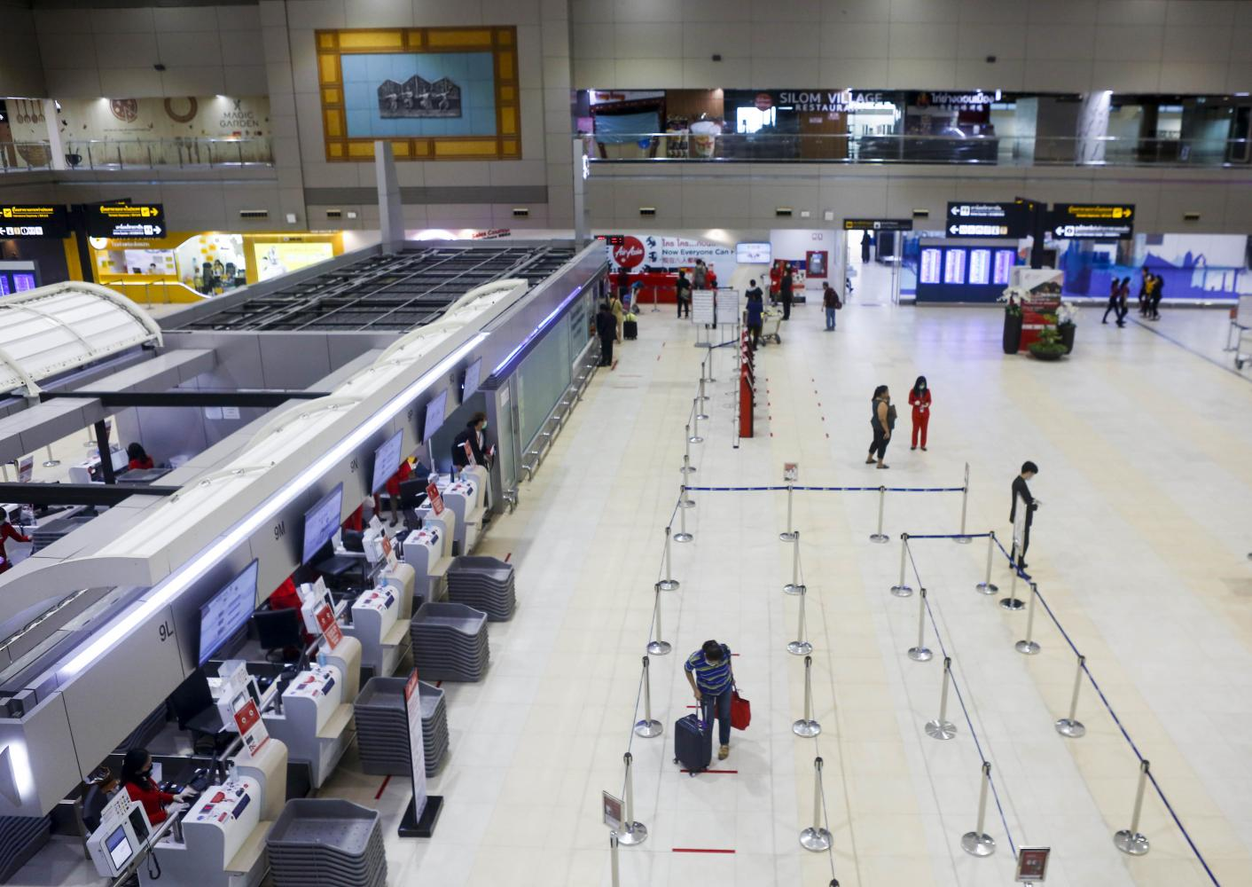 Don Mueang airport remains nearly empty this week amid international air travel restrictions. (Photo by Pattarapong Chatpattarasill)