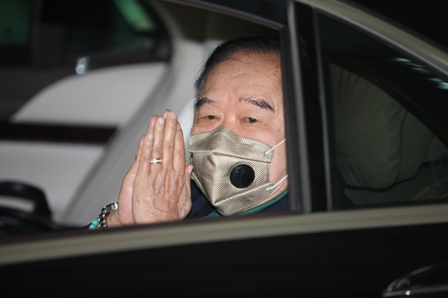 Is Deputy Prime Minister Gen Prawit Wongsuwon on the road to becoming new PPRP leader?(Photo by Apichart Jinakul)