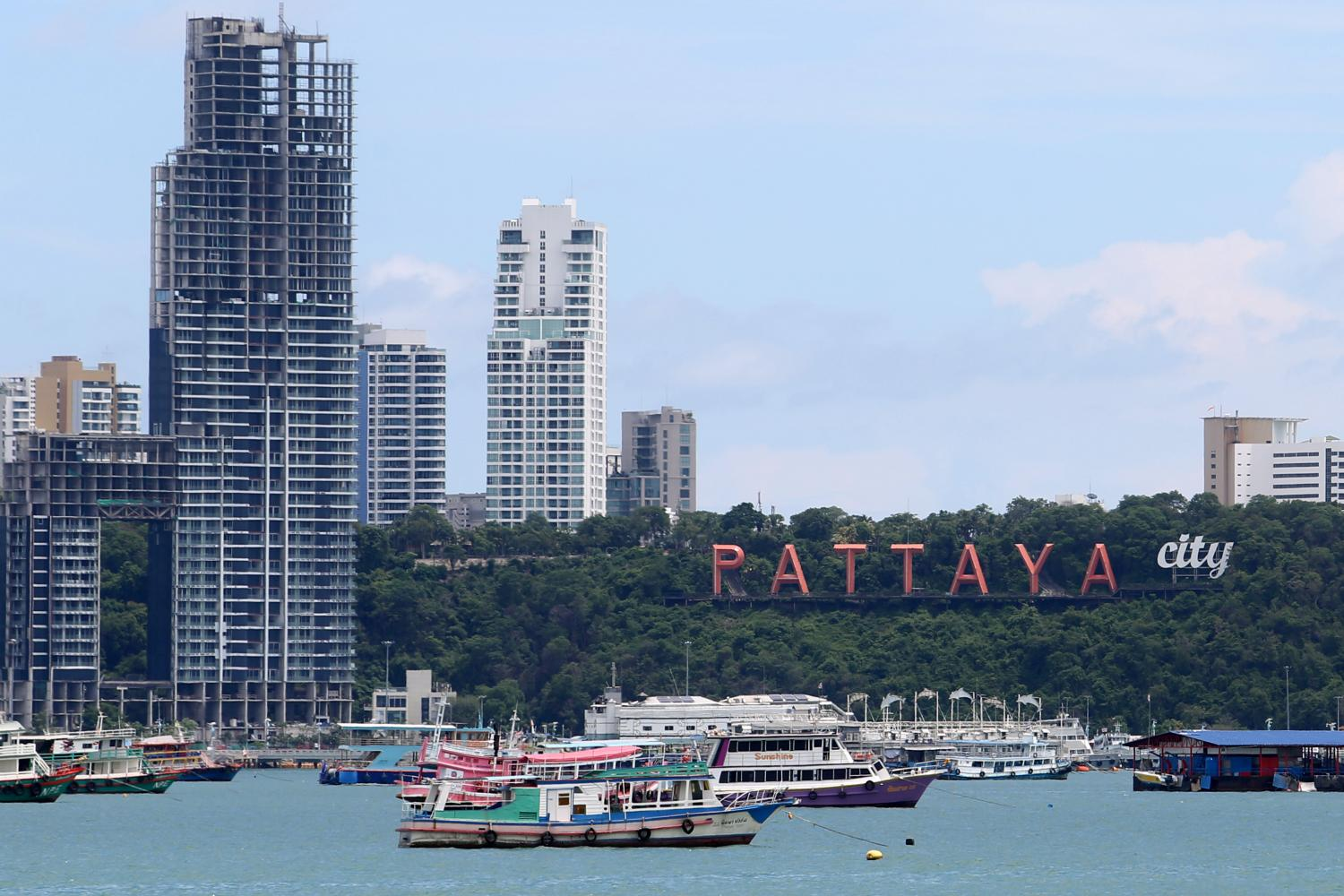 Tourist boats at Pattaya Beach. The Finance Ministry is readying domestic tourism stimulus measures. (Photo by Wichan Charoenkiatpakul)