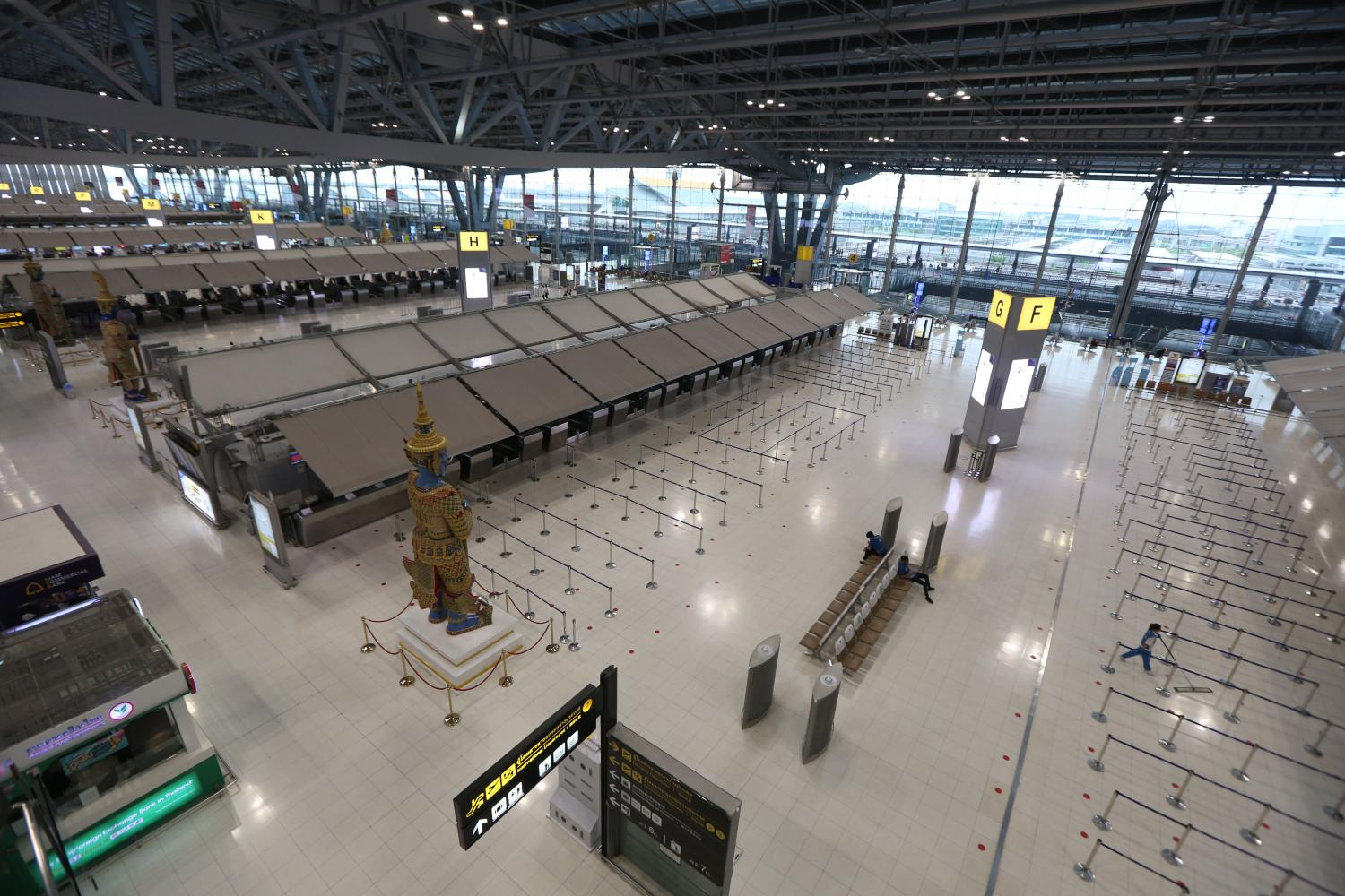 Airline counters remain closed at Suvarnabhumi airport after the country saw zero international visitors for two months as inbound flight restrictions remained in place. (Photo by Varuth Hirunyatheb)