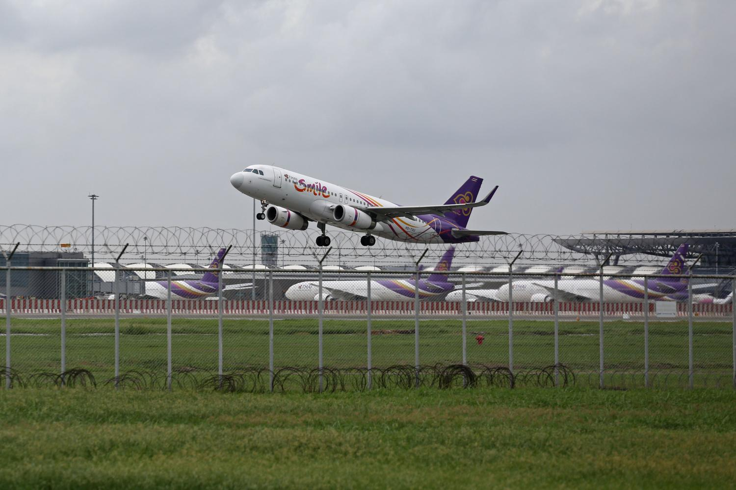 A Thai Smile Airways plane takes off from Suvarnabhumi airport. (Photo by Varuth Hirunyatheb)