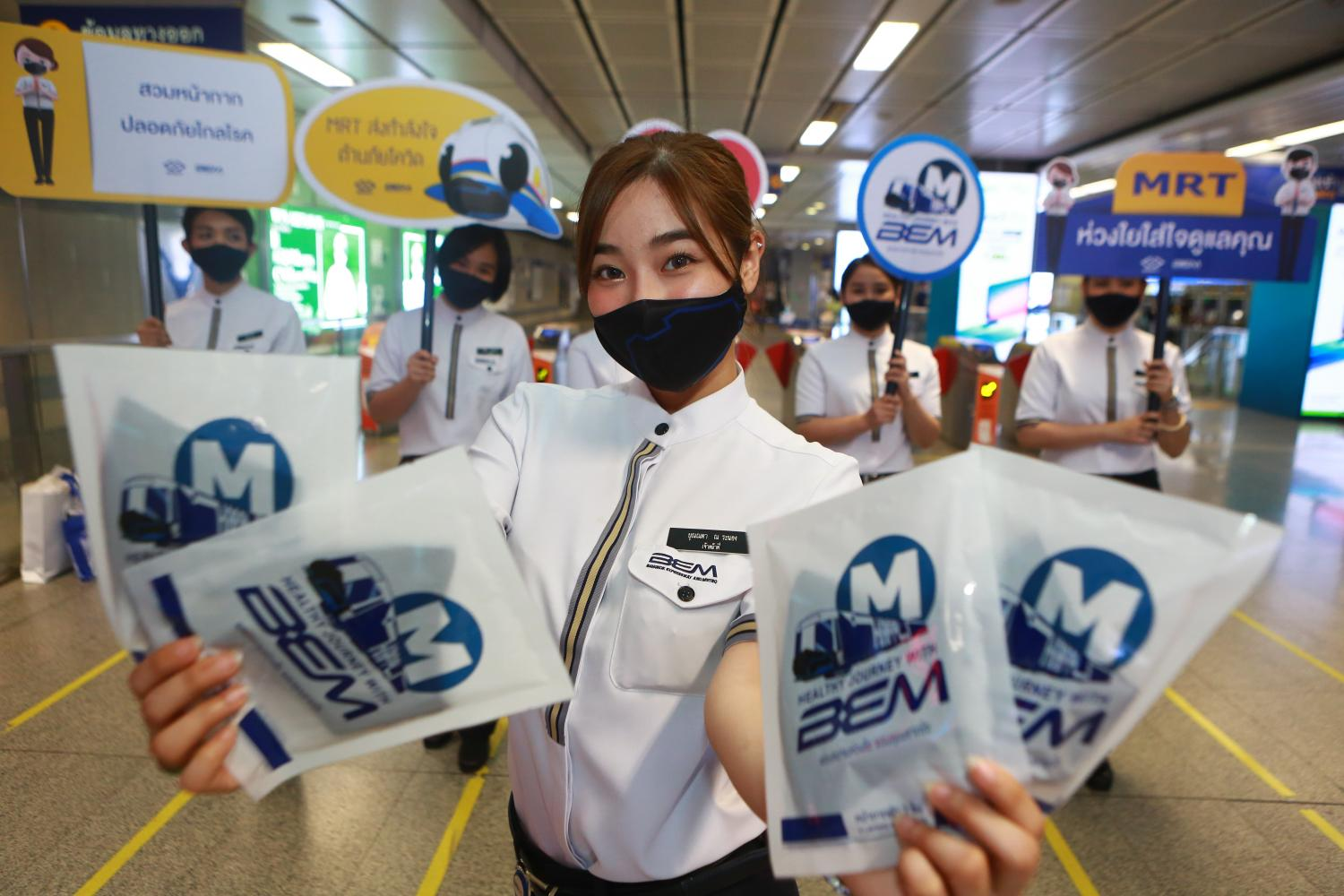 A group of BEM employees showcase the company's MRT safety campaign aimed at educating the public about Covid-19.(Photo by Somchai Poomlard)