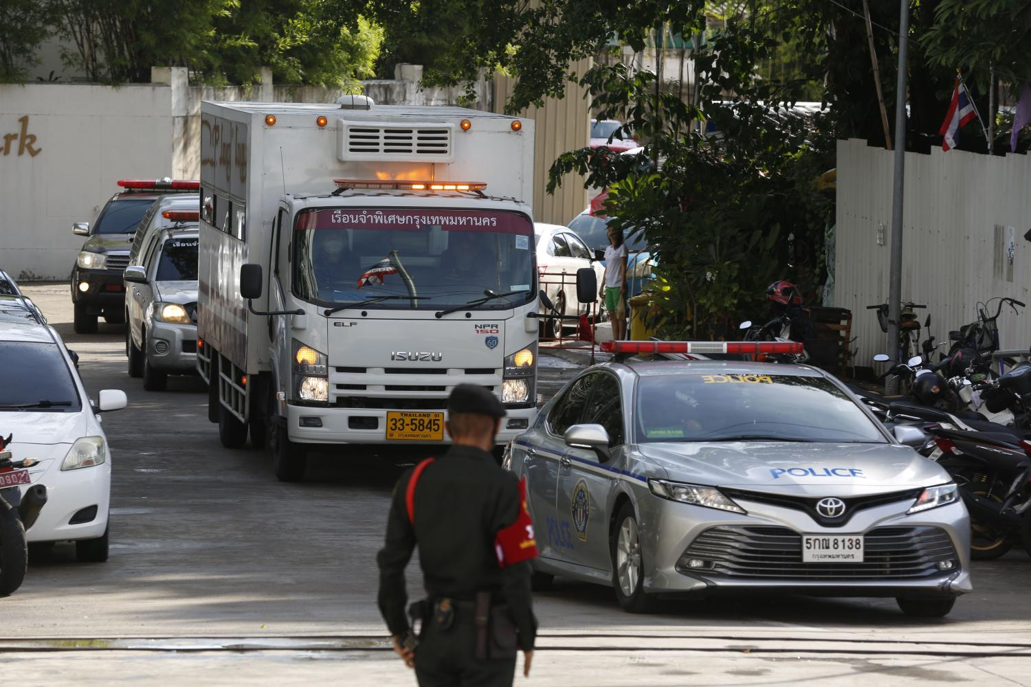 A police convoy accompanies a prisoner transport van carrying former deputy minister for commerce Banyin Tangpakorn to the Central Criminal Court for Corruption and Misconduct Cases.Pornprom Satrabhaya