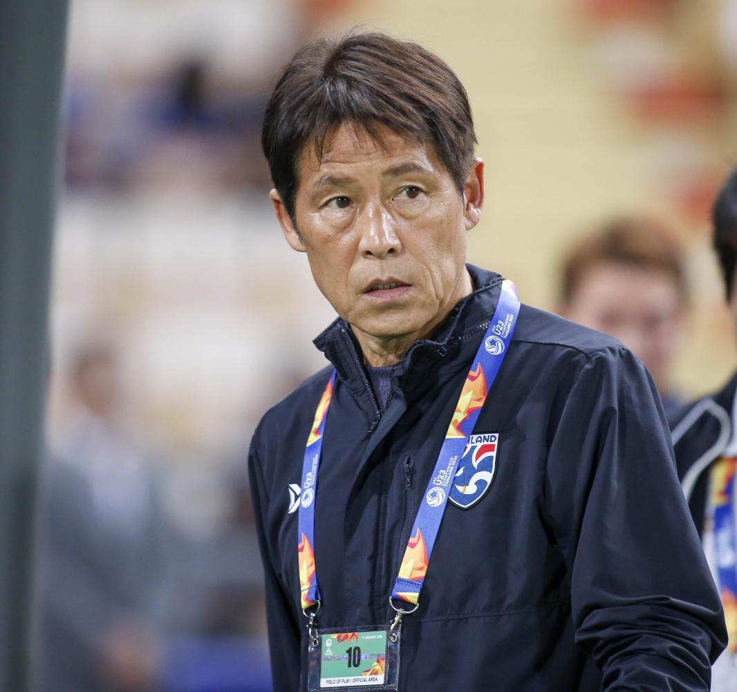 Thailand coach Akira Nishino.  Pattarapong Chatpattarasill