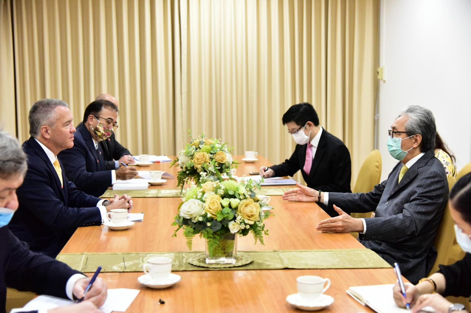 Michael George DeSombre, the US ambassador to Thailand, pays a courtesy call on Deputy Prime Minister Somkid Jatusripitak at Government House on Thursday. Government House photo