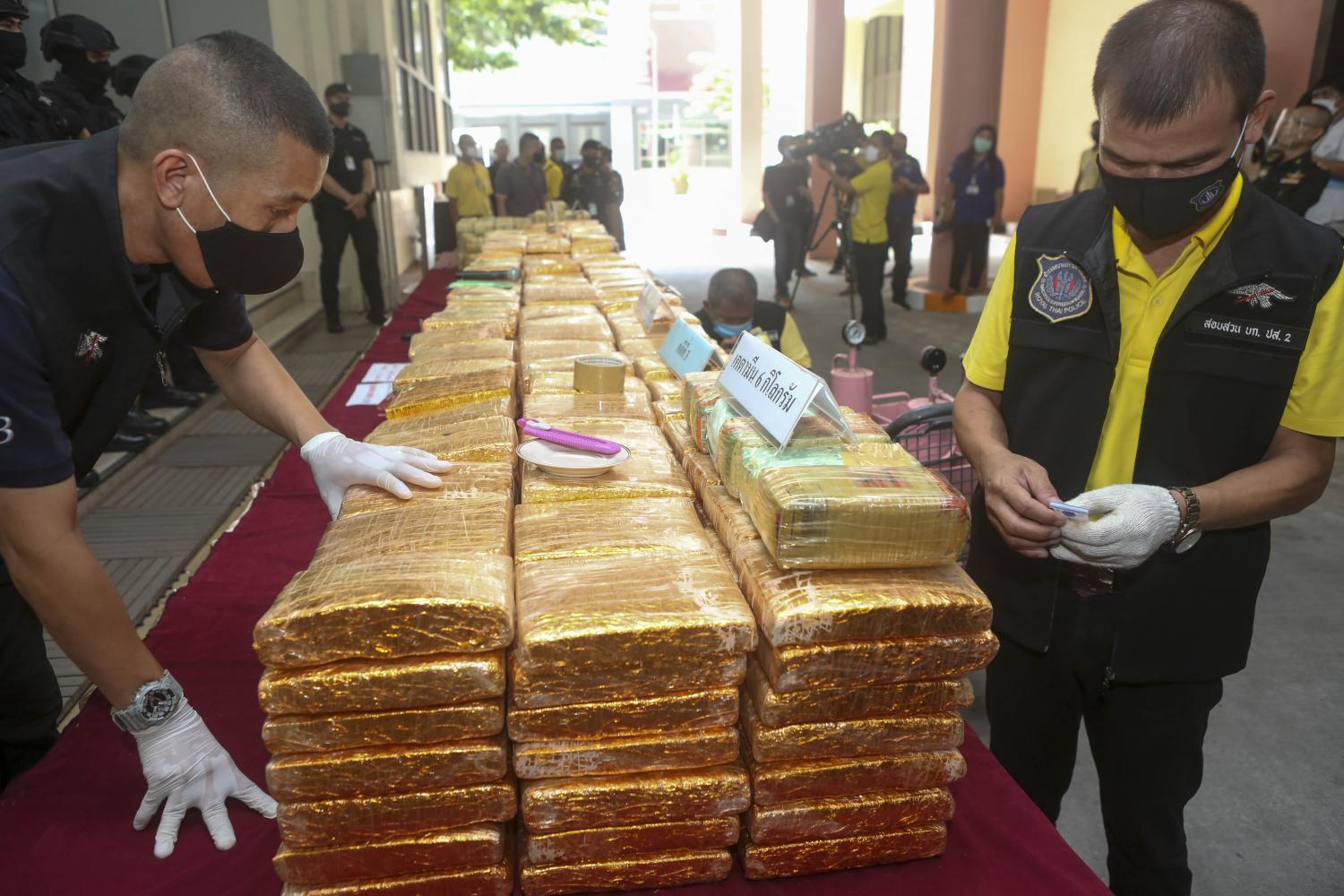 Police display drugs seized in three huge busts at the weekend at a Narcotics Suppression Bureau briefing at its headquarters on Vibhavadi Rangsit Road. About 1.48 million speed pills, 2,400kg of marijuana and 6kg of ketamine were seized.(Photo by Pattarapong Chatpattarasil)