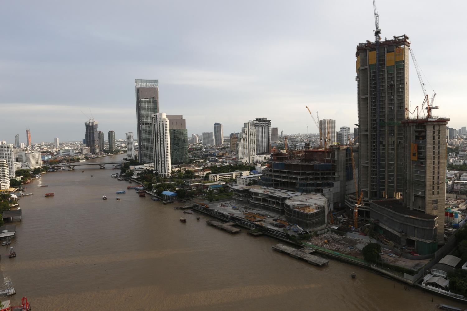 A 2017 aerial view of the site that would have hosted the contentious observation tower by the Chao Phraya River. (Photo by Pattarapong Chatpattarasill)