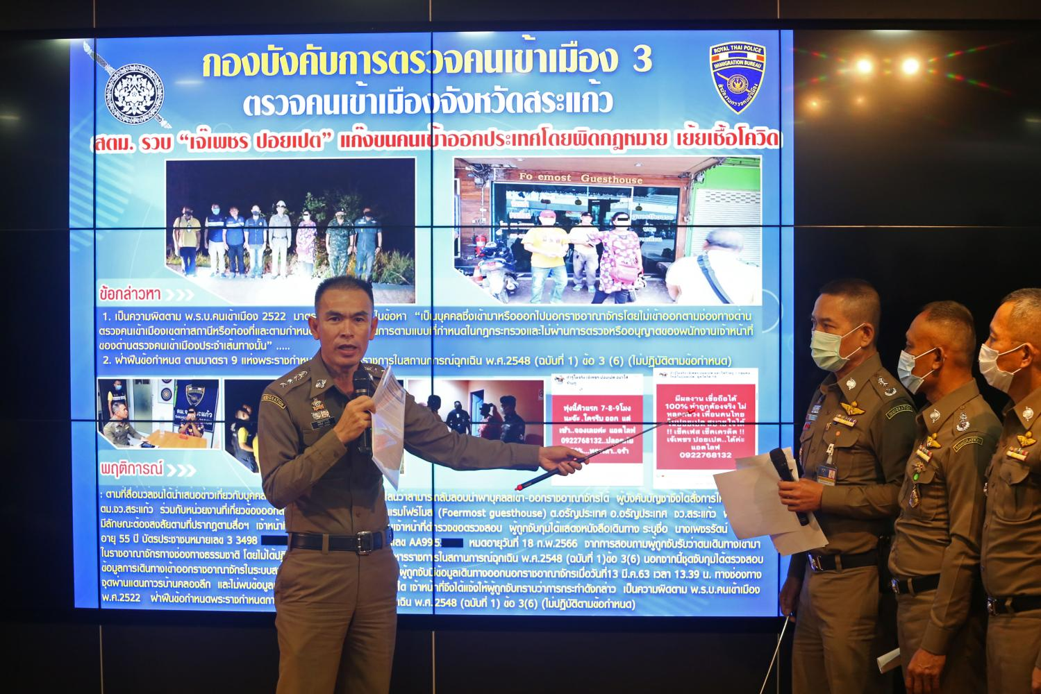 Sa Kaeo immigration police chief Pol Col Arthit Yakaew on Wednesday tells the press how his team managed to arrest a woman who allegedly smuggled migrant workers into the country.(Photo by Varuth Hirunyatheb)