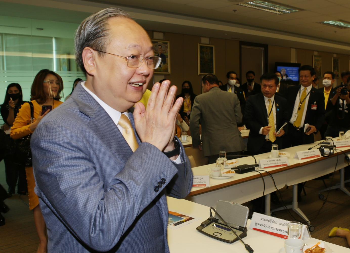 Mr Sontirat bids farewell to Energy Ministry executives on Friday after his resignation from the cabinet on Thursday.