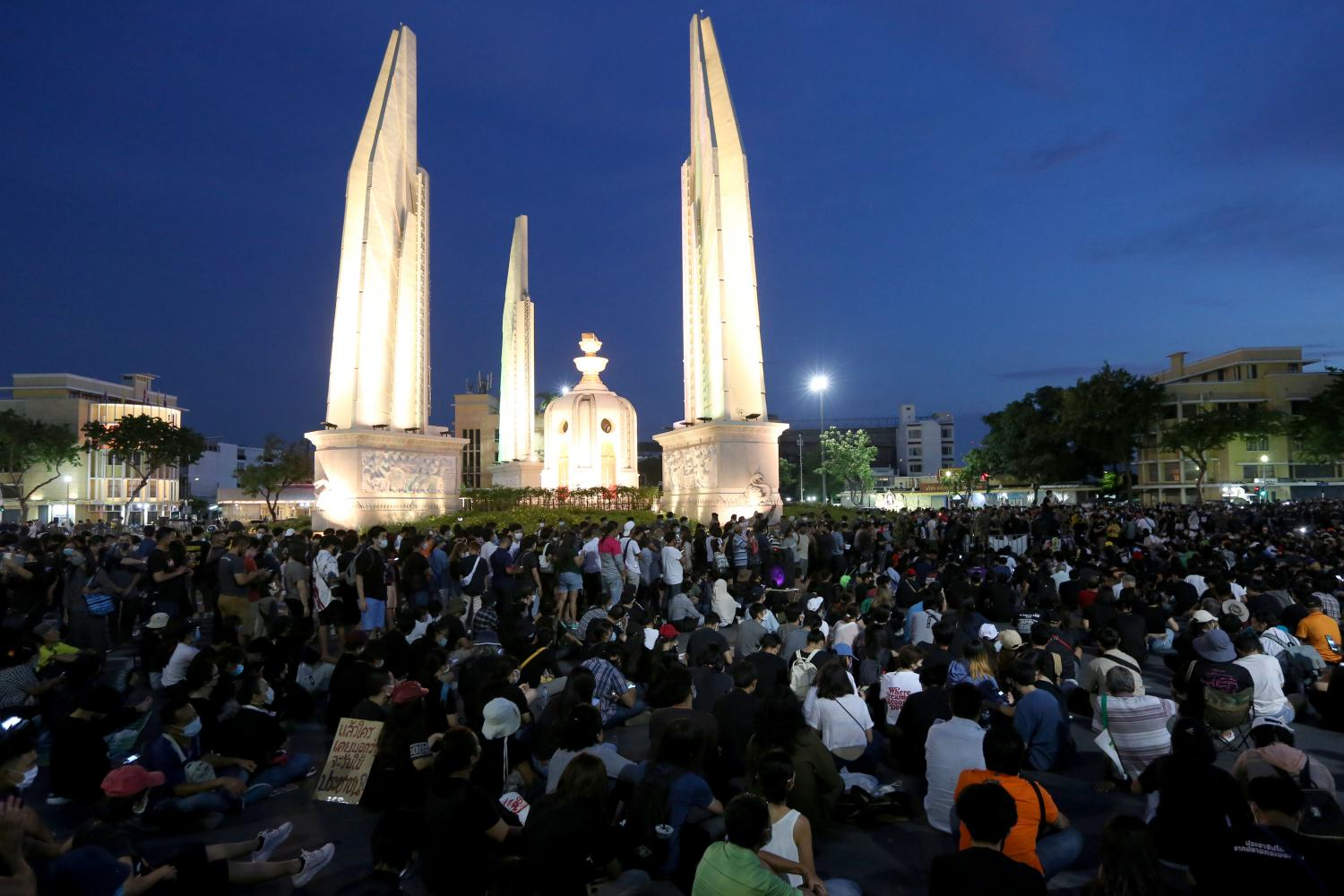 A large number of students turn up at a rally at Democracy Monument in the capital organised by Free Youth on July 18.(Photo by  Wichan Charoenkiatpakul)