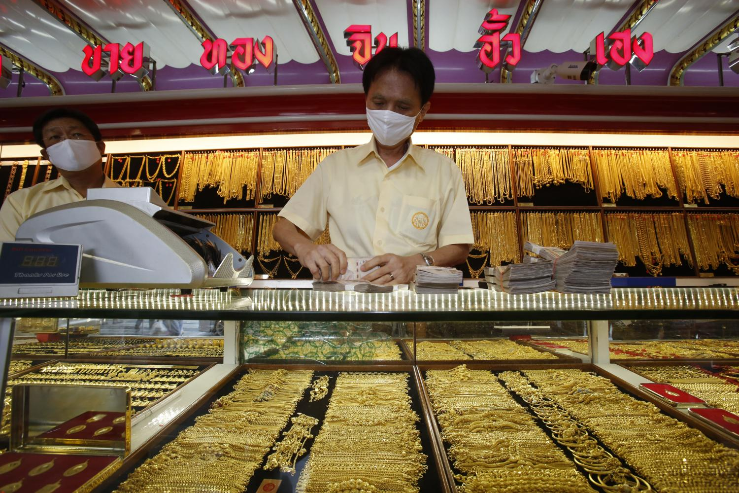 Gold for sale at a shop on Yaowarat Road. Gold prices continue to set records as investors seek safe havens. (Photo by Pornprom Satrabhaya)