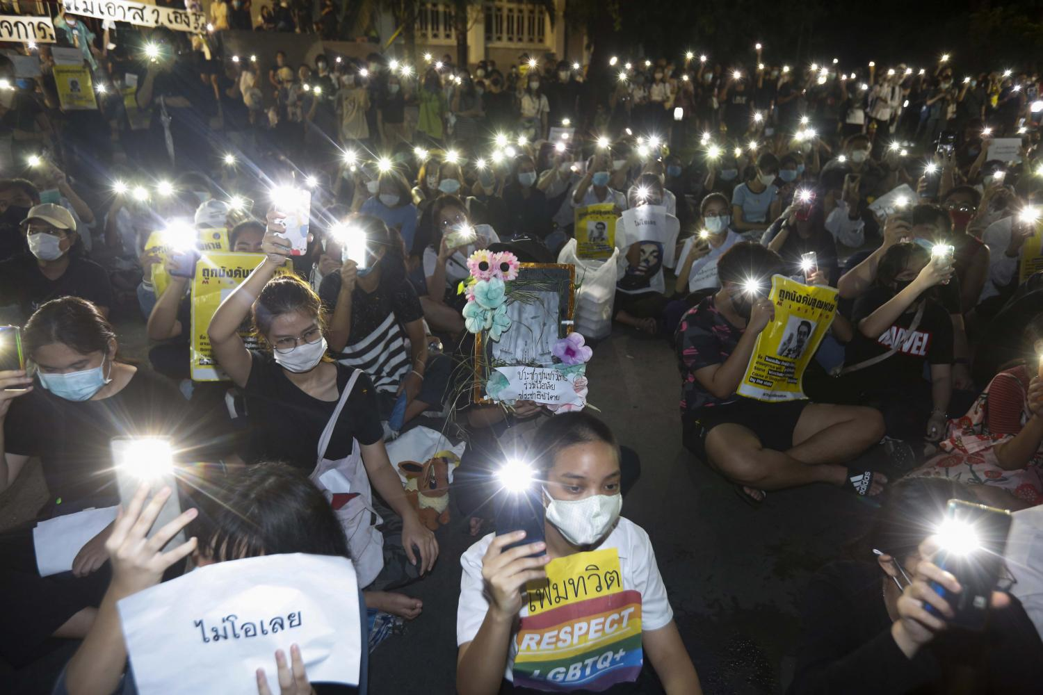 Kasetsart University students shine lights from their mobile phones during a rally at the university's Bang Khen campus. Their demands include charter changes, dissolution of the House and an end to violations of people's rights and freedoms.(Photo by Pattarapong Chatpattarasill)