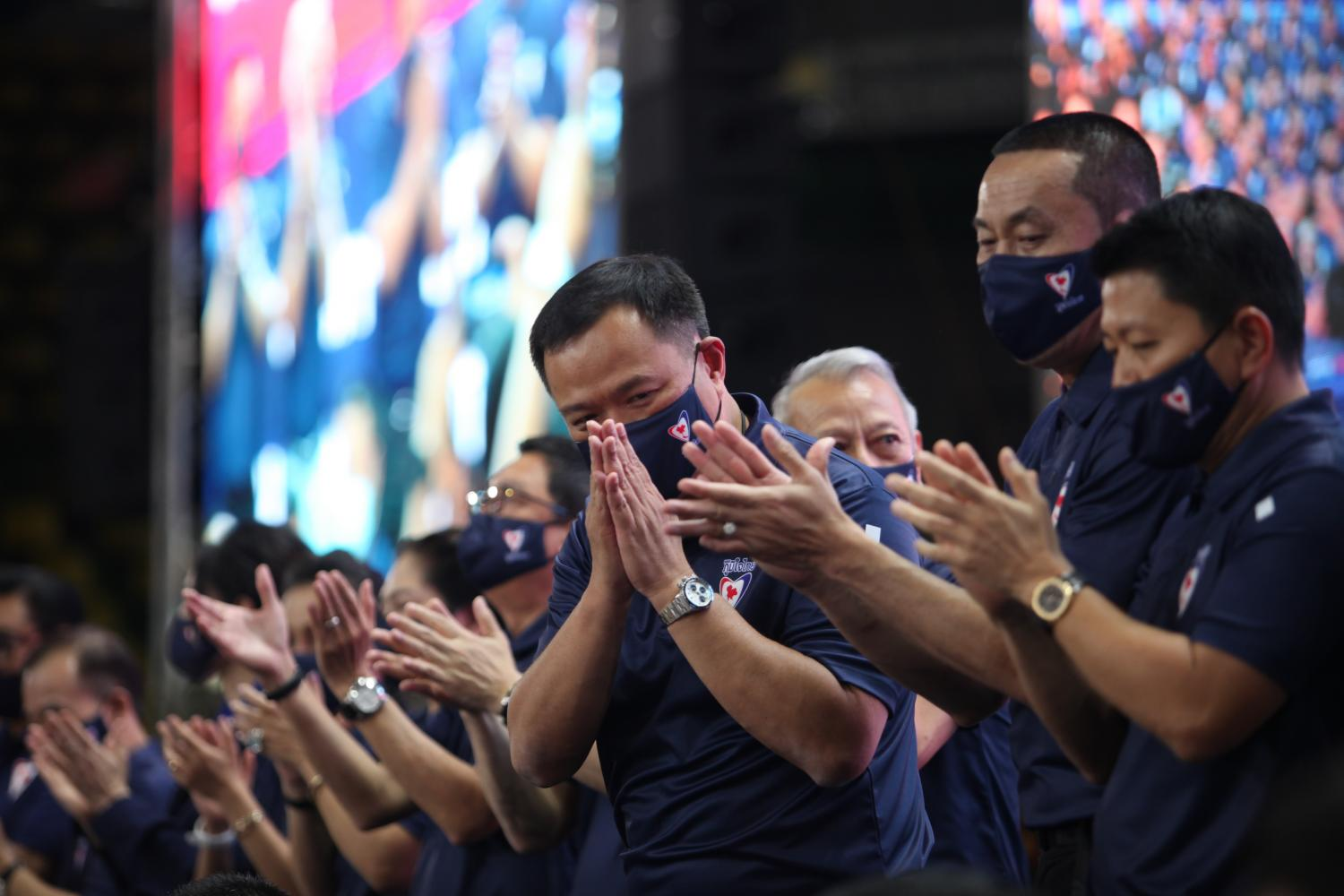 Bhumjaithai leader Anutin Charnvirakul greets executives and members with a 'wai' at the party's annual general assembly at the Nimibutr building inside the National Stadium on Saturday.