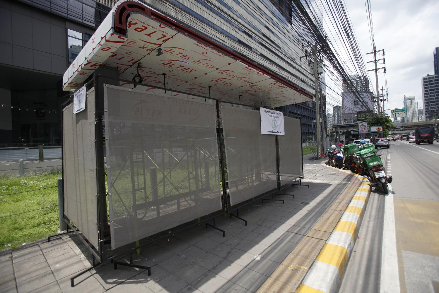 The bus stop outside the Central Rama IX department store undergoes a renovation with digital features such as a display screen showing bus arrival times, a Wi-Fi connection and surveillance cameras to be featured. It is one of the 350 bus stops in Bangkok to go digital. (Photo by Nutthawat Wicheanbut)