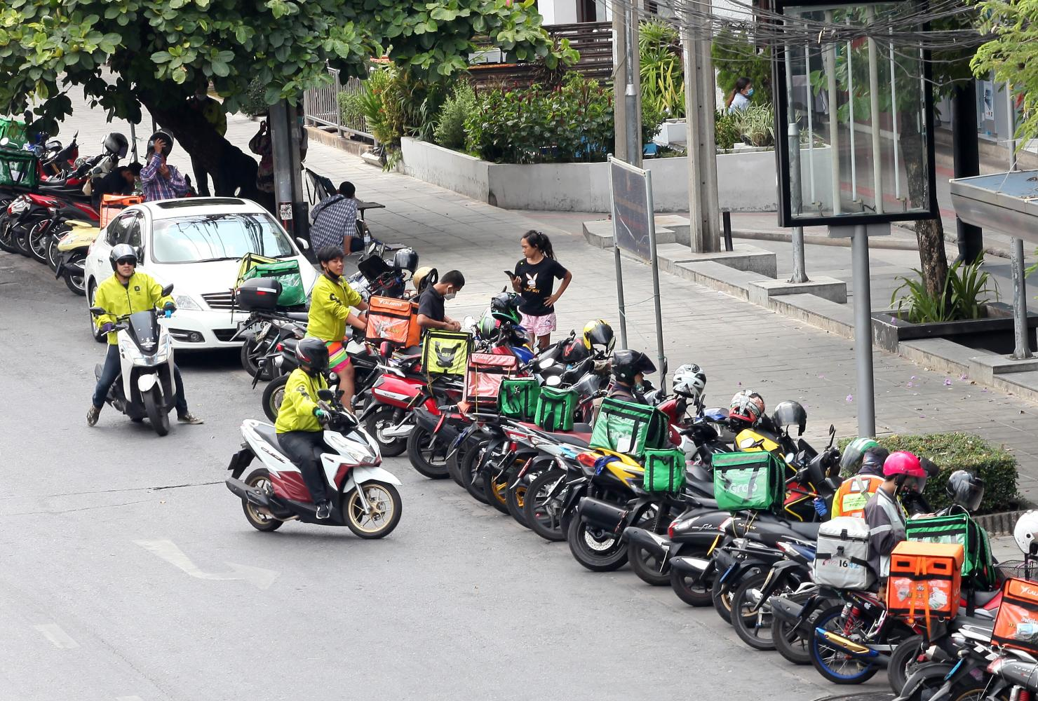 Food delivery bikes line up in the Siam Square area. The merger with Wongnai is expected to help Line Man compete with other regional players in food delivery. (photo by Arnun Chonmahatrakool)