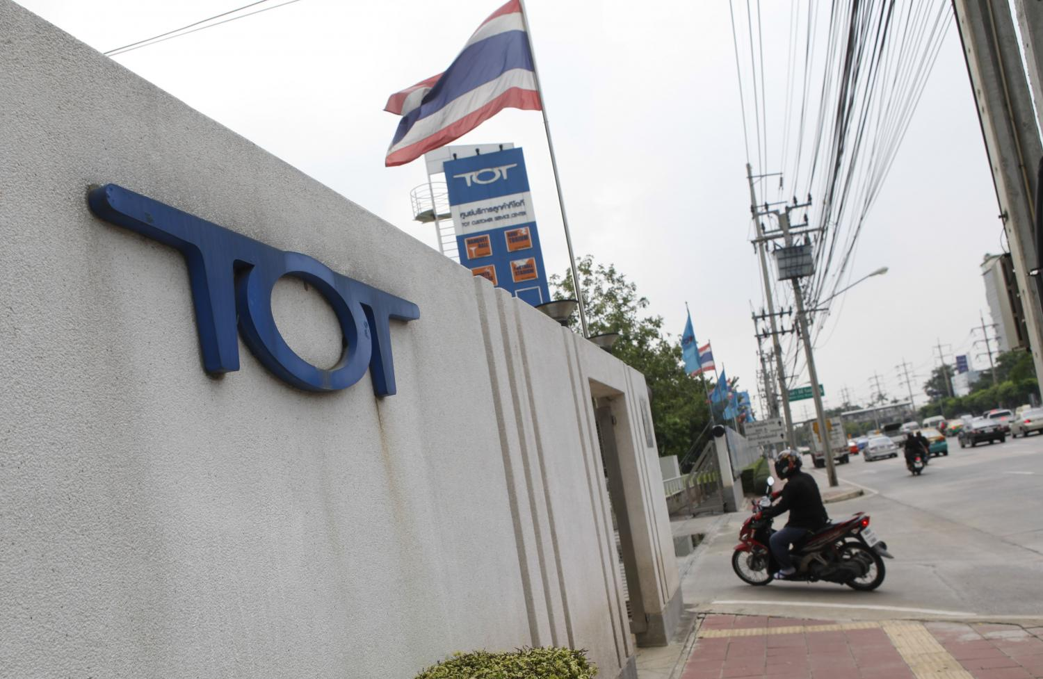 TOT is studying the LEO satellite business and conducted program coding tests at existing satellite ground stations for months.(Photo by Pattarapong Chatpattarasill)
