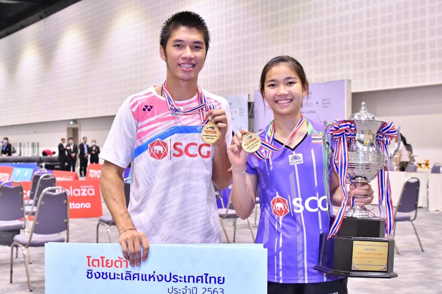 Mixed doubles champions Supak Jomkoh, left, and Supissara Paewsampran.