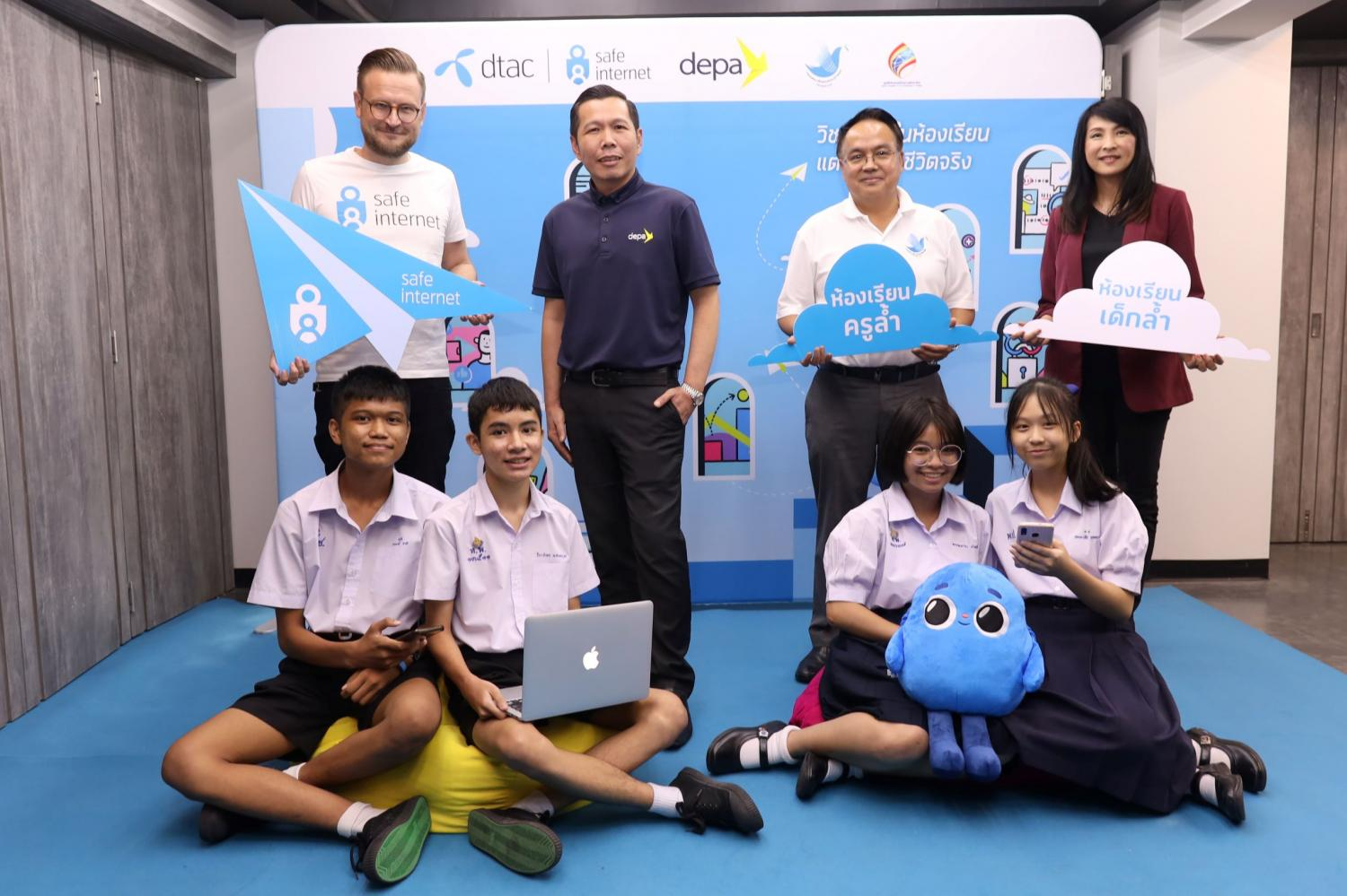 From left Mr Adaktusson, Mr Nuttapon, Mr Thanakorn and Ms Srida at the launch of the e-learning platform to enhance children's digital skills.