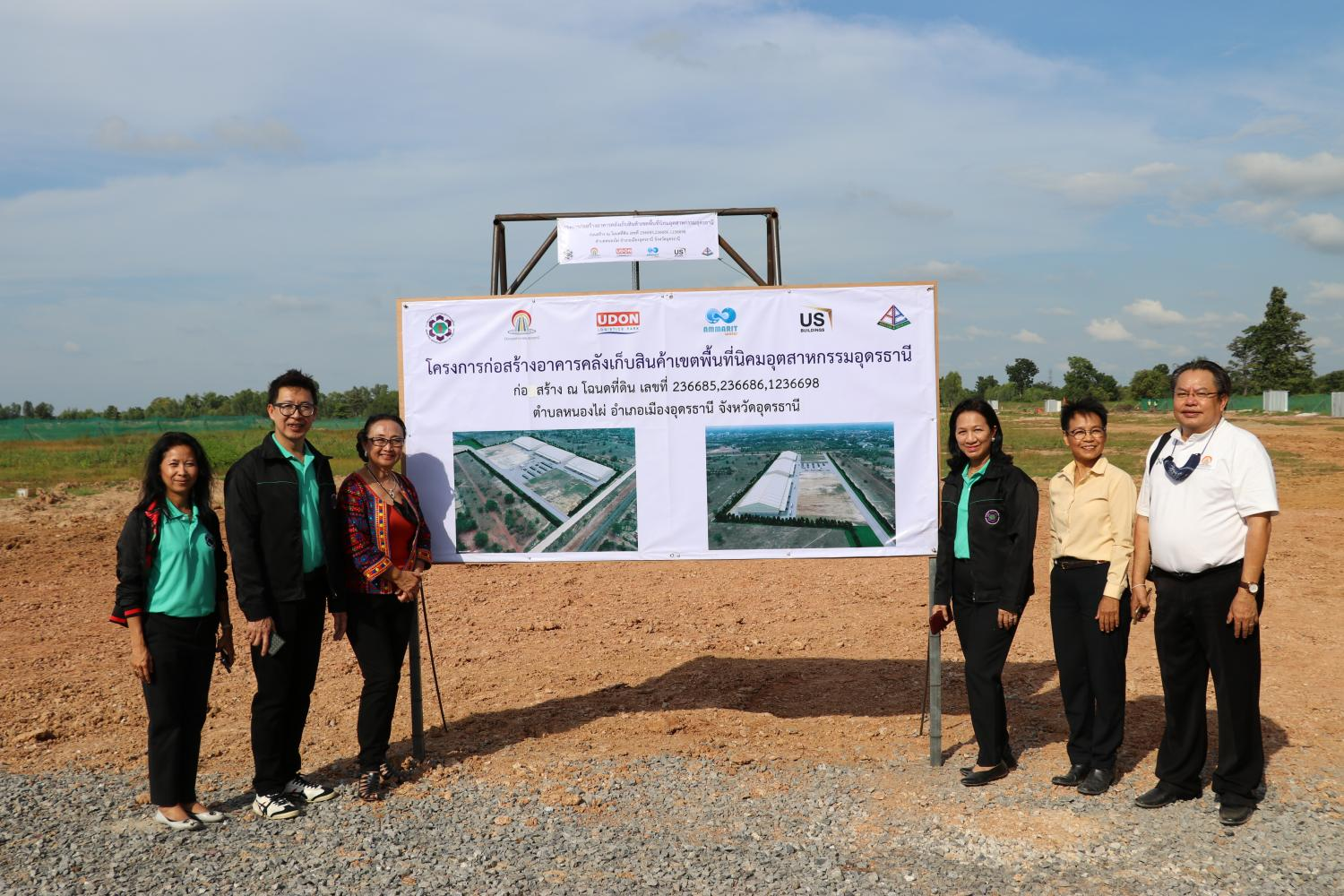 Ms Somchint, third right, expects Udon Thani Industrial City to lure up to 100 billion baht in investment.