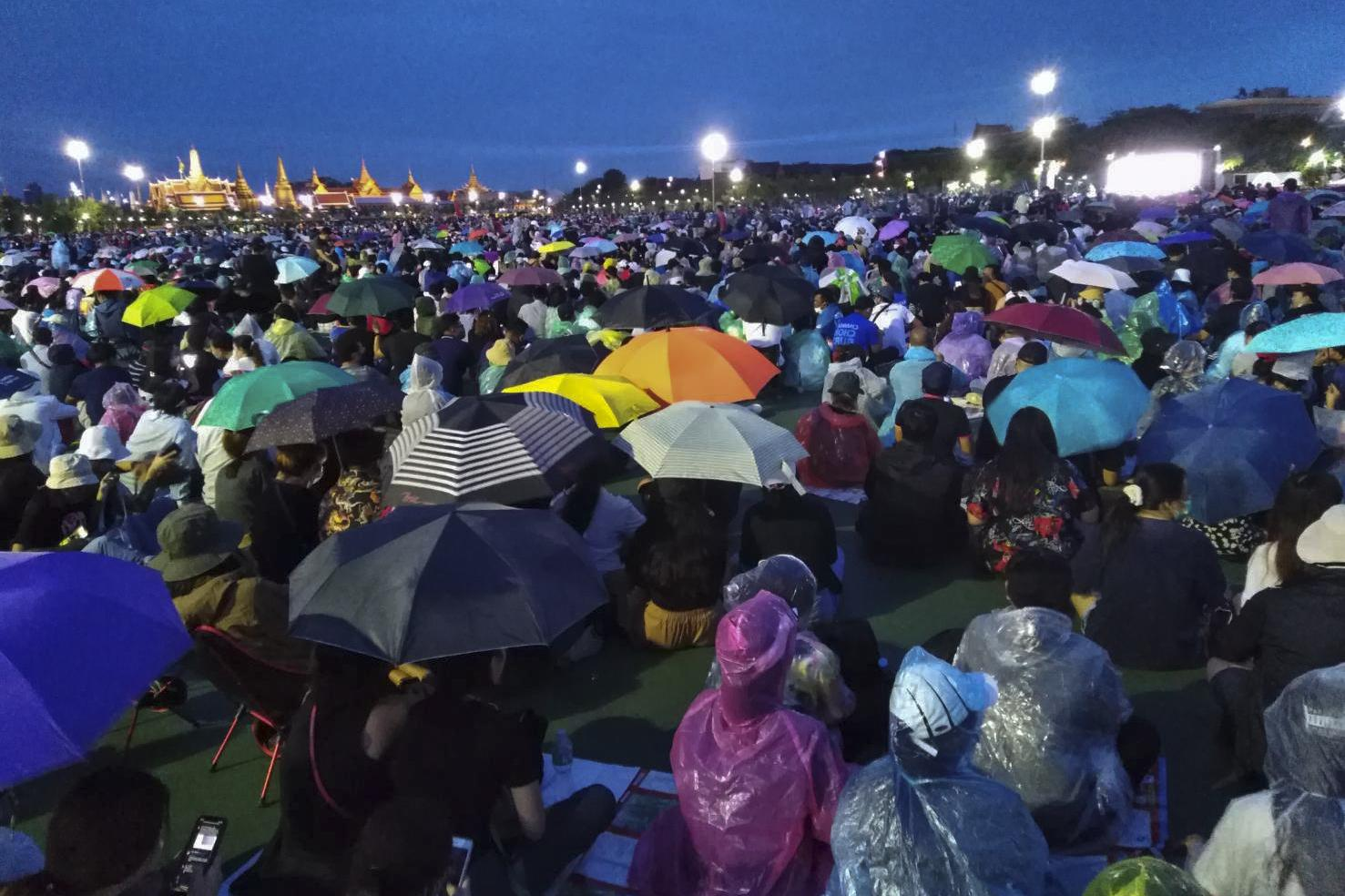 A large crowd braves the rain to join the anti-dictatorship rally at Sanam Luang on Saturday.Apichit Jinakul