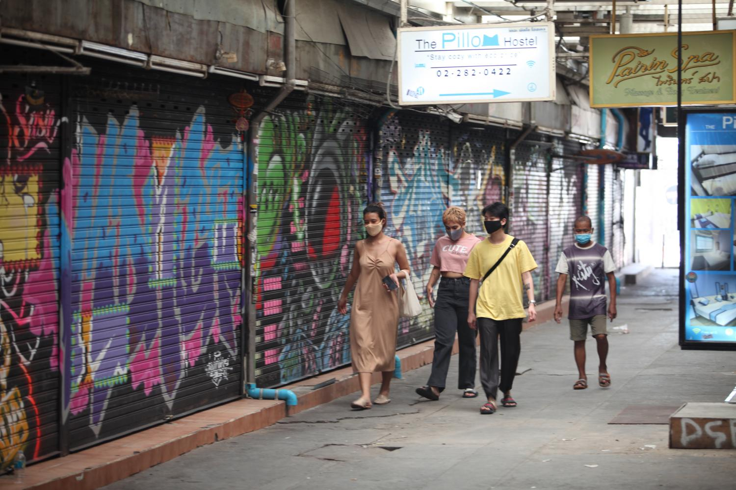 Khao San Road businesses were forced to close because of the Covid-19 pandemic, which damaged the business environment nationwide.Apichart Jinakul